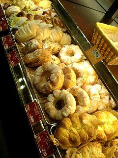 美味しいパン屋さん見つけた♪あと肉!!